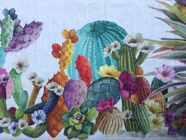 Dettaglio tovaglia in lino con cactus