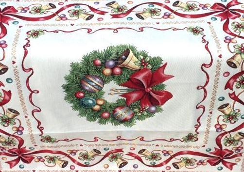 Dettaglio centrotavola di Natale con ghirlanda